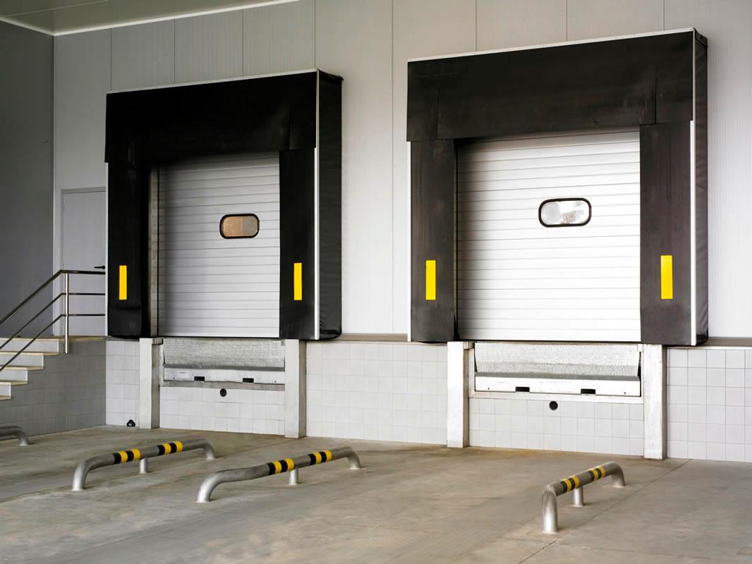 Puertas Industriales: para naves industriales, establecimiento de barreras, controles de acceso, muelles de carga, puertas rapidas, puertas basculantes y prelevas